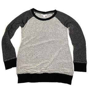 Liz Lange Maternity XS Black & White Sweater